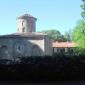 Поглед към земенския манастир през оградата